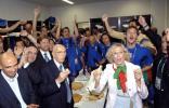 意大利总统感受大力神杯
