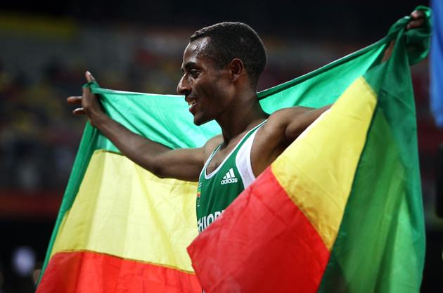 图文-[奥运]田径男子万米决赛 克贝克勒庆祝胜利