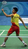 图文-中国羽毛球队进行赛前训练 背身进攻威力十足