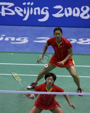图文-[奥运]羽球女子双打 魏轶力张亚雯在比赛中