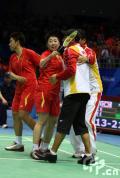 图文-羽毛球女子双打决赛 于洋杜婧与教练同庆冠军