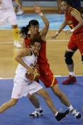 图文-中国女篮VS西班牙 卞兰使用身体优势防守