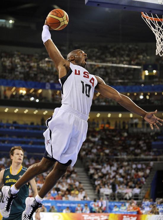 """图文-[奥运]男篮美国VS澳大利亚 科比""""飞龙在天"""""""