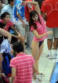 图文-中国游泳队备战08奥运 陈燕燕训练前热身