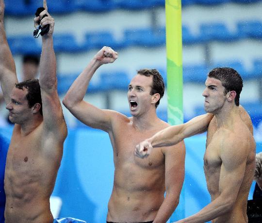 图文-男子4x100米混合泳接力 菲尔普斯激动异常