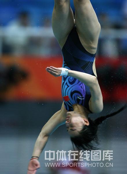 图文-[奥运]女子跳水三米板 郭晶晶入水瞬间
