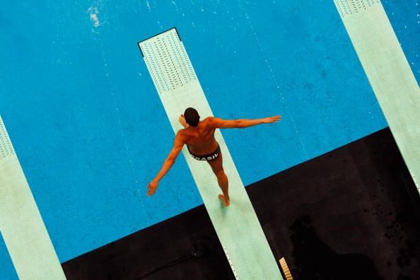 图文-奥运跳水男子3米跳板预赛 登上跳板准备跳