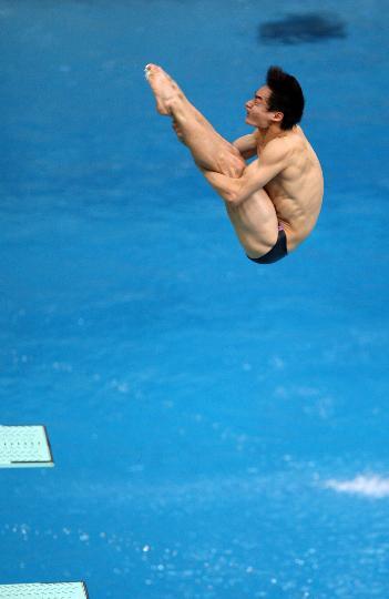 图文-秦凯获得男子3米跳板季军 空中姿态堪称完美