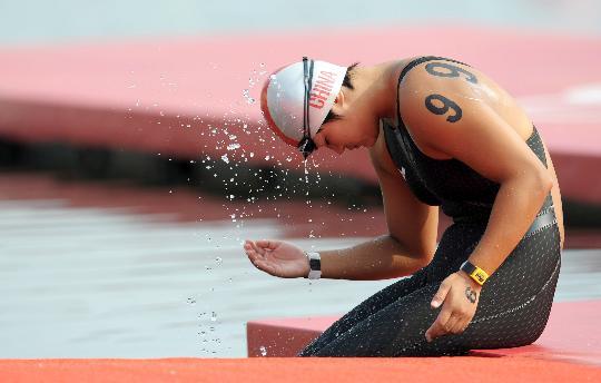 图文-女子10公里公开水域决赛 方晏乔轻松准备