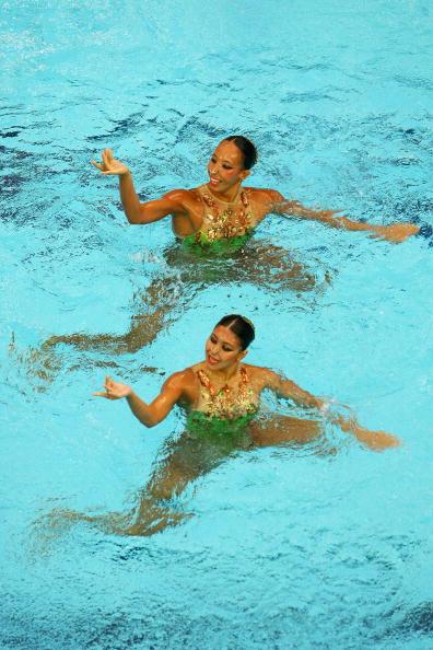 图文-奥运会花样游泳自由自选预赛 手部也有动作