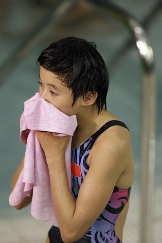 图文-女子10米跳台决赛 陈若琳完成第一跳