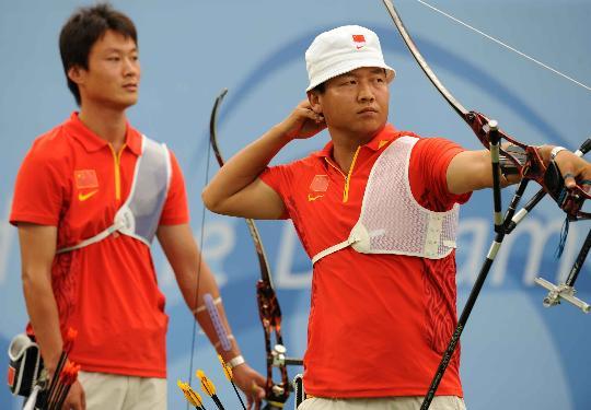 图文-中国男团获得铜牌 中国选手薛海峰在决赛中