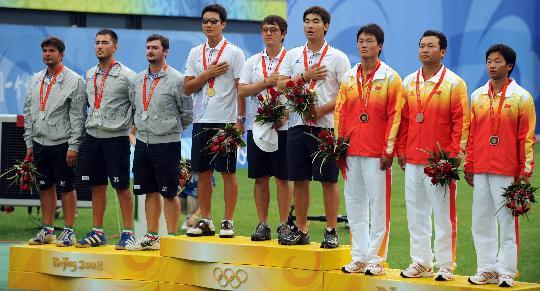 图文-奥运会射箭男子团体决赛 中国获得团体季军