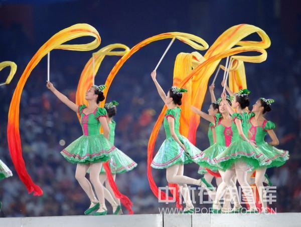 图文-北京奥运会闭幕式垫场表演 少女操作彩带