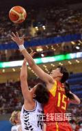 图文-[奥运会]中国女篮80-63新西兰 陈楠轻松勾手