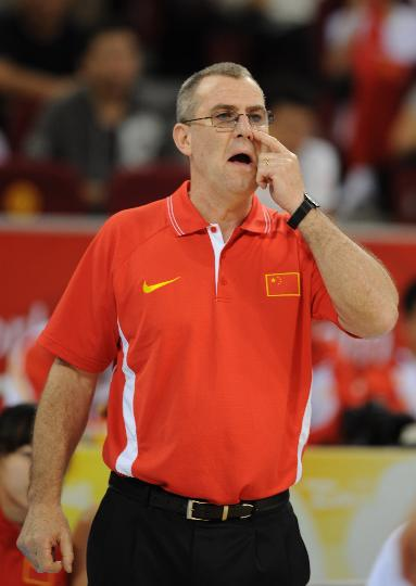 图文-[奥运会]中国女篮79-63捷克 马赫场边指挥