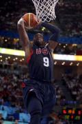 图文-[男篮小组赛]美国119-82西班牙 韦德扣篮