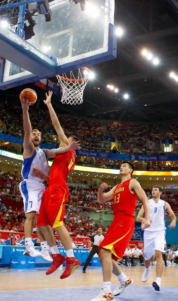 图文-[奥运]中国男篮VS希腊 斯潘上篮不惧封盖