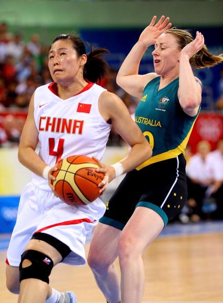 图文-[半决赛]中国女篮VS澳洲 宋晓云强行上篮