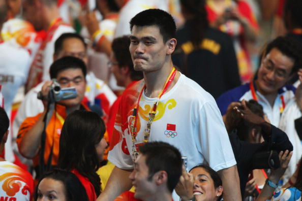 图文-2008北京奥运会闭幕式 姚明脸上洋溢微笑