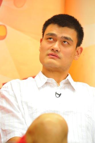 图文-姚明做客新浪与网友畅谈 他在想什么