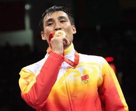 拳击81公斤级张小平绝对优势夺冠为中国摘第51金