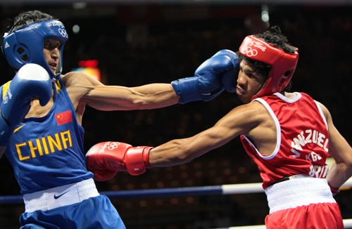 图文-拳击48公斤级邹市明晋级16强 攻防巧妙完成