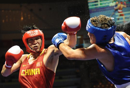 图文-张小平晋级拳击比赛四强 狭路相逢勇者胜