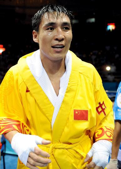 图文-张小平晋级拳击比赛四强 张小平获得胜利