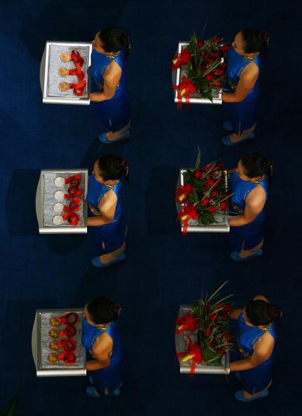 图文-8月14日奥运击剑赛场瞬间 奖牌准备就绪