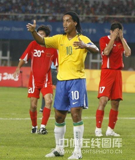 图文-[男足]中国小组末战巴西 小罗的手势什么意思