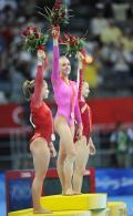 图文-体操女子全能决赛 三位胜利者