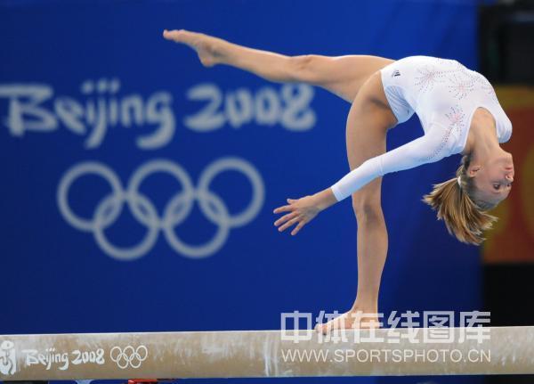 图文-[奥运]体操平衡木决赛 完成高难度动作