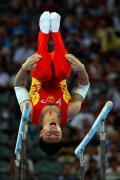 图文-奥运会男子体操双杠决赛 李小鹏倒转乾坤