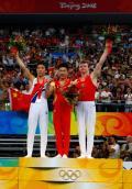 图文-奥运会男子体操双杠决赛 前三名合影留念
