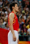 图文-奥运会蹦床男子个人决赛 陆春龙默唱国歌