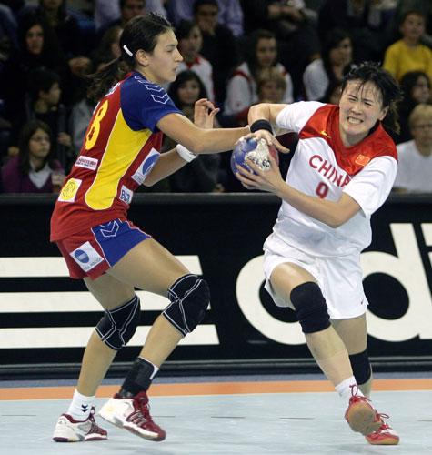 图文-女手世锦赛中国29-31罗马尼亚 王�F带球狂奔