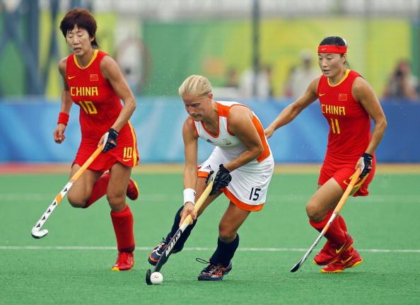 图文-女子曲棍球荷兰1-0中国 高丽华唐春玲防守