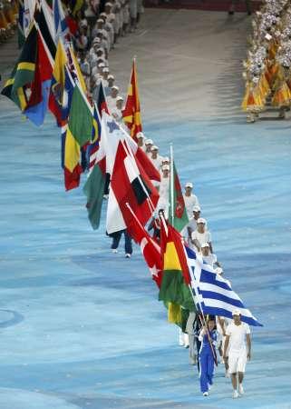 图文-北京奥运会闭幕式现场 各代表团旗帜入场