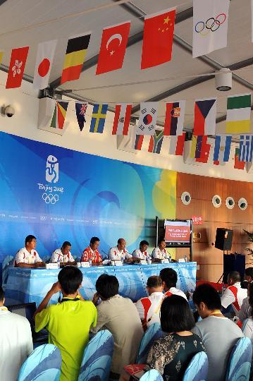 图文-帆船队平和心态出战奥帆赛 中国队媒体见面会