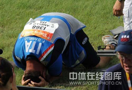 图文-男子飞碟双多向美名将破纪录摘金 冠军兴奋不已