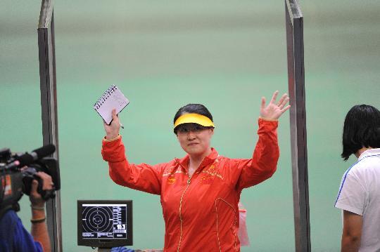 图文-女子25米运动手枪陈颖夺金 陈颖沉稳面对摘金