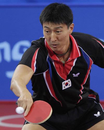 图文-乒乓球男子1/4决赛 吴尚垠奋力反攻