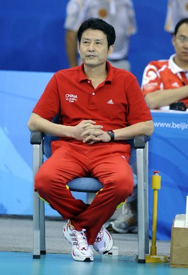 图文-中国女排负于巴西无缘决赛 陈忠和端坐场边