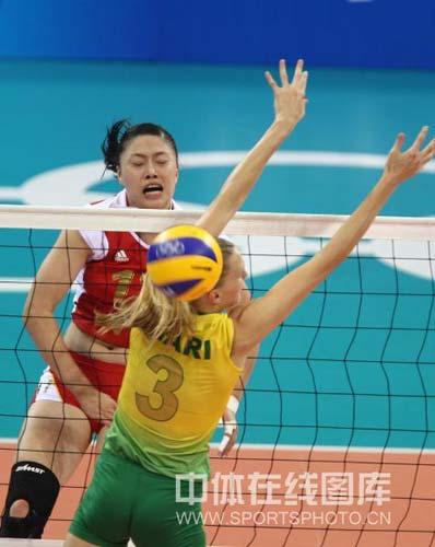 图文-奥运女排半决赛中国负巴西 拼了也难敌