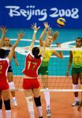 图文-女排半决赛中国0-3巴西 巴西不惧双人拦网
