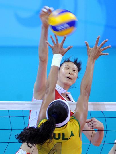 图文-女排中国队负巴西无缘决赛 蕊蕊扣球势大力沉