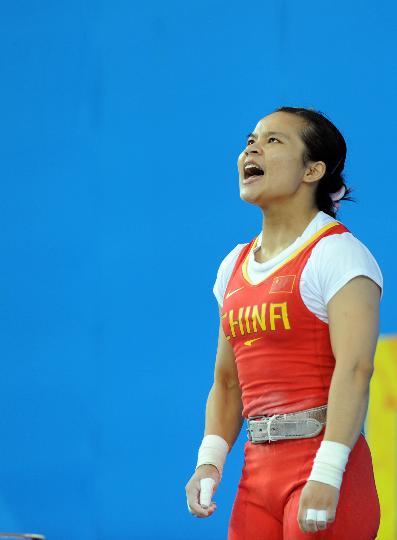 图文-举重女子48公斤级决赛 陈燮霞大声怒吼