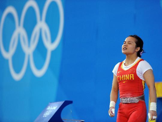 图文-女子举重48公斤级决赛 陈燮霞长舒一口气