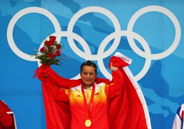 图文-陈燮霞摘北京奥运中国首金 享受获胜后的喜悦